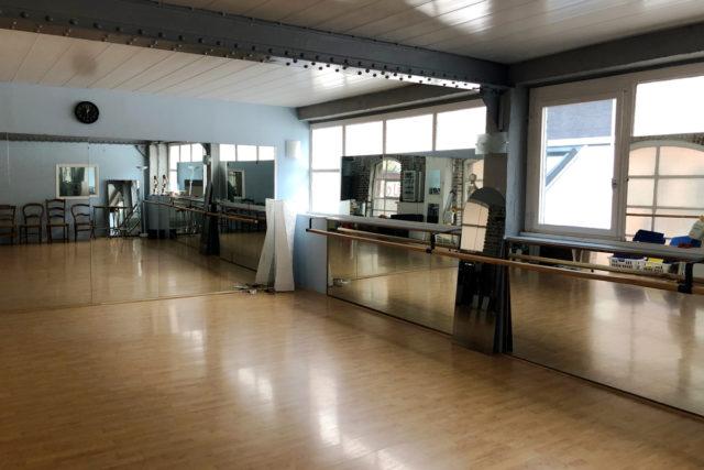 Salle de danse attenante à la salle d'attende du cabinet de Jocelyne Lorthiois à Lille